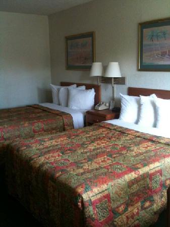 Days Inn Cocoa Cruiseport West At I-95/524 : The Room