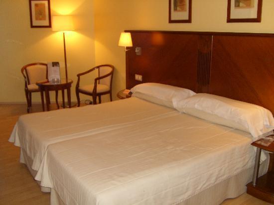 Golden Tulip Andorra Fenix Hotel: camas de la habitacion ¡comodisimas!