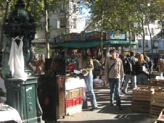 Le Montclair Hostel : montclair market