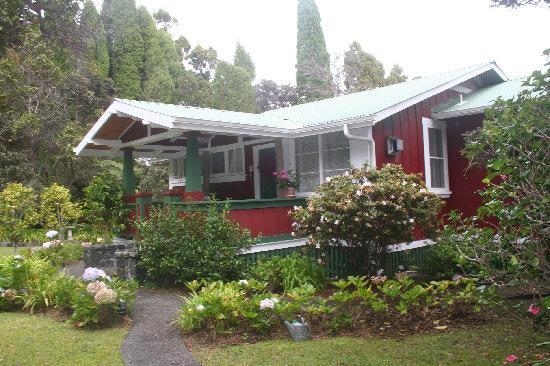 Volcano Teapot Cottage: The cottage