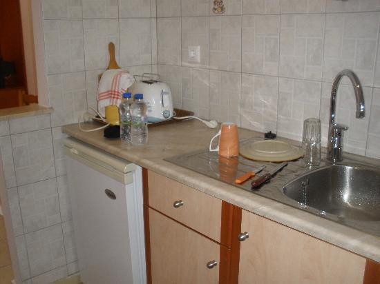 Sergio's Apartments: Kitchen