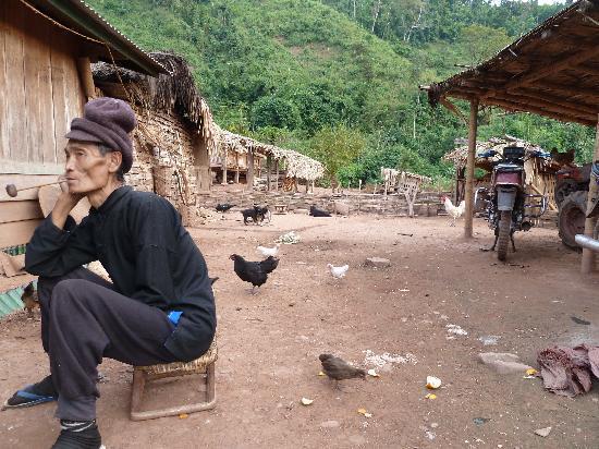 Laos: Trecking zum Lolo Bergstamm