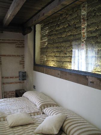 Hostería del Mudéjar: muro original (cabecero)
