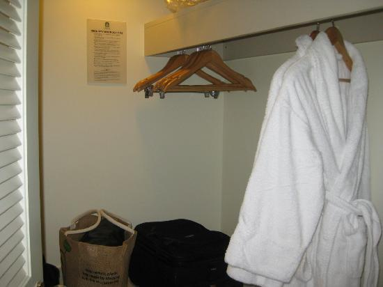 Sheraton on the Park, Sydney: Walk in wardrobe