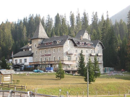 Eggental, Italy: Hotel Castel Latemar am Fuß des Latemar