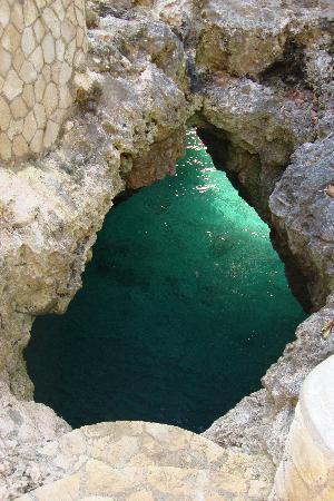 ذا كايفز هوتل: Blue Hole