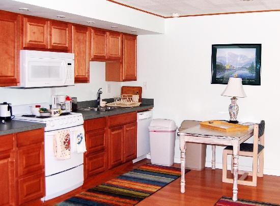 Walkabout Town B&B: Walkabout Guest Kitchen