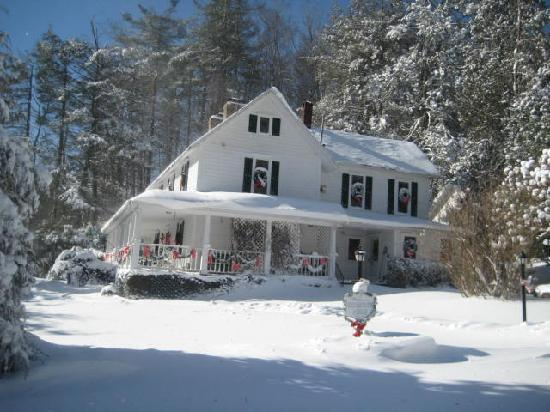 Lovill House Inn: Winter Wonderland...skiing is great!