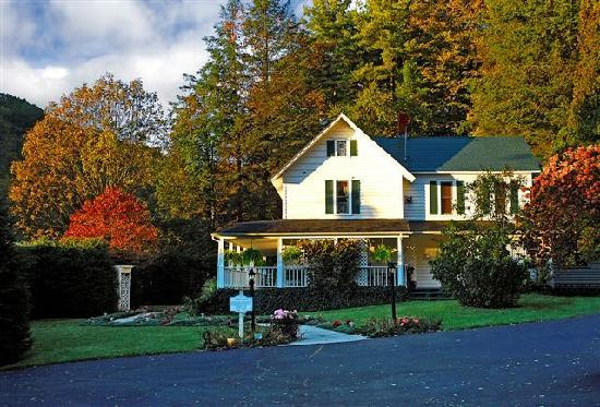 Lovill House Inn - Bed and Breakfast: Autumn at the Lovill House.
