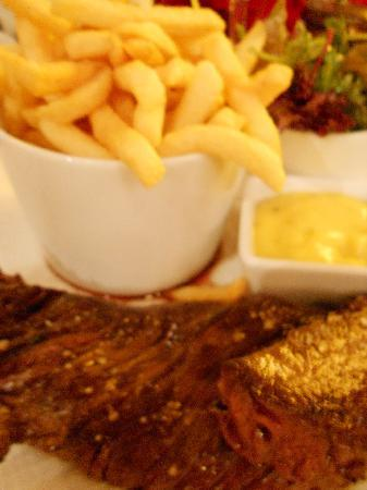 Home in Paris: L'Onglet Frites Béarnaise