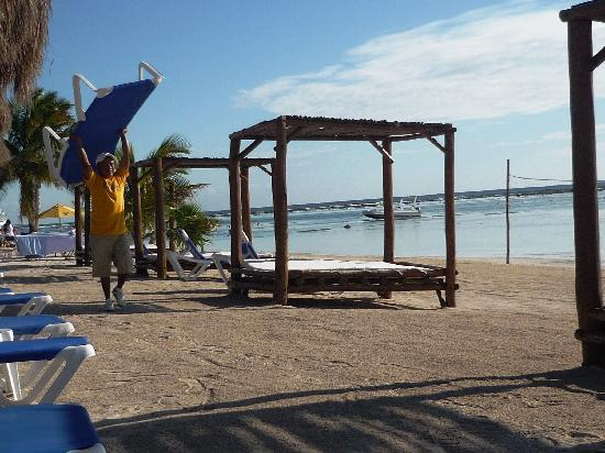 La Posada de los 40 Canones : Beach club complimentary chairs for guests