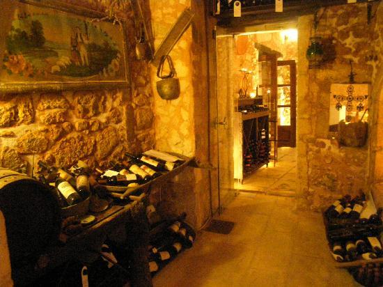 Veneto Suites: the stone wine cellar