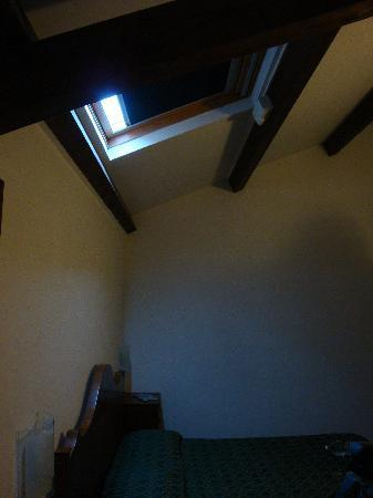 La Magnolia: Ceiling window