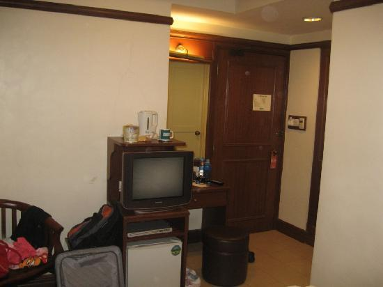 Hotel  81 Classic: Deluxe Room - this one's about 150 square feet in size