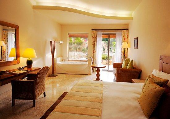 Parklane, A Luxury Collection Resort & Spa : Jacuzzi Cabana Room at Le Meridien Limassol