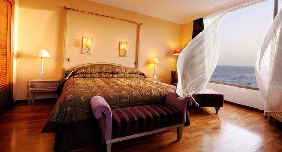 Parklane, A Luxury Collection Resort & Spa : Presidential Suite Bedroom Room at Le Meridien Limassol