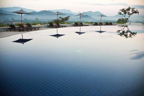 Luang Prabang View Hotel: Skyy Pool