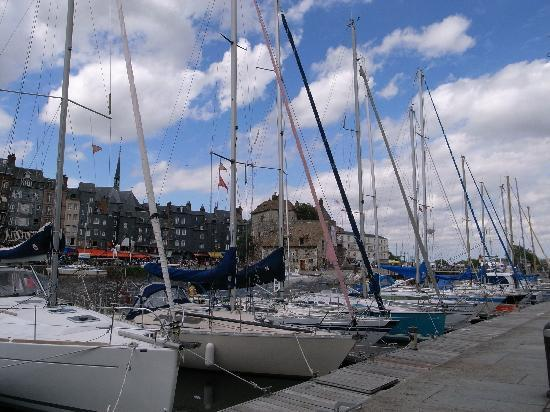Honfleur, Frankrike: 旧港
