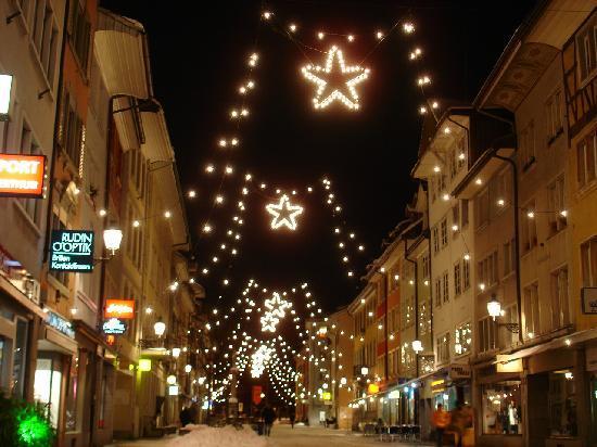 Winterthur, Suiza: Weihnachtsbeleuchtung am Obertor