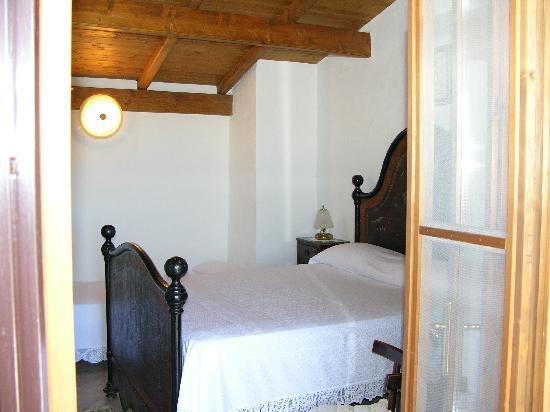 B&B Antico Casolare Sorso: La camera da letto antica