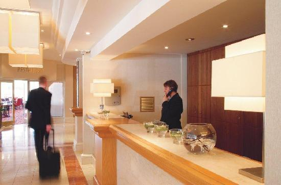 DoubleTree by Hilton Hotel Sheffield Park: Reception
