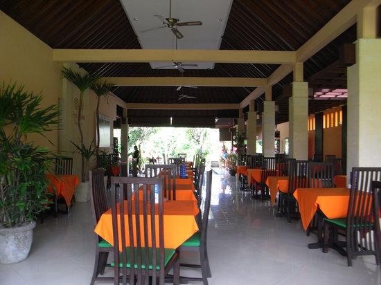 Apa Kabar Restaurant: Inside dining area