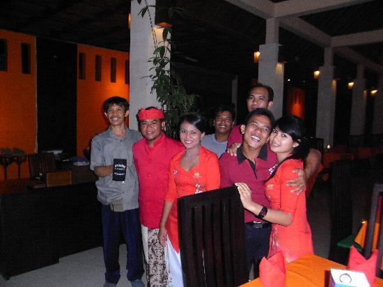 Apa Kabar Restaurant: Fantastic staff from L-R Wayan, Sila, Ketut, Kebir, Onca, Casper and Anik