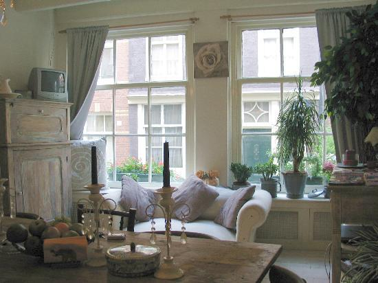 Amsterdam At Home: Living area