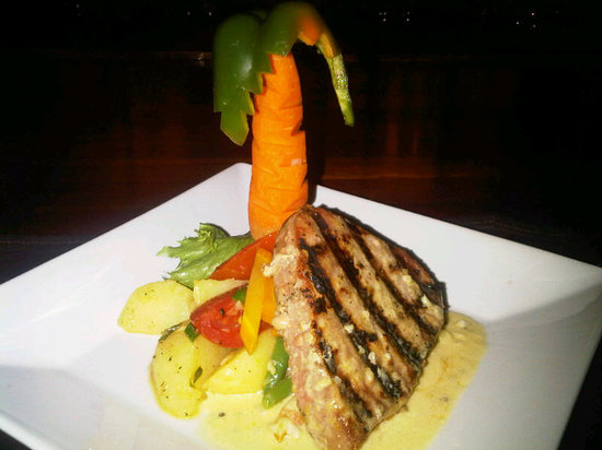 BUSHBAR: Tuna Steak