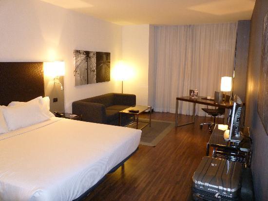 AC Hotel La Finca: Reading / desk area
