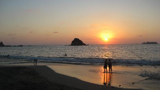 Pacifica Resort Ixtapa: Sunset on the beach