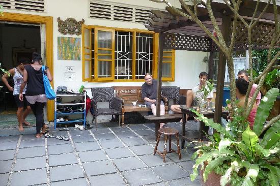 Travellers Palm Lodge : Garten und Eingang