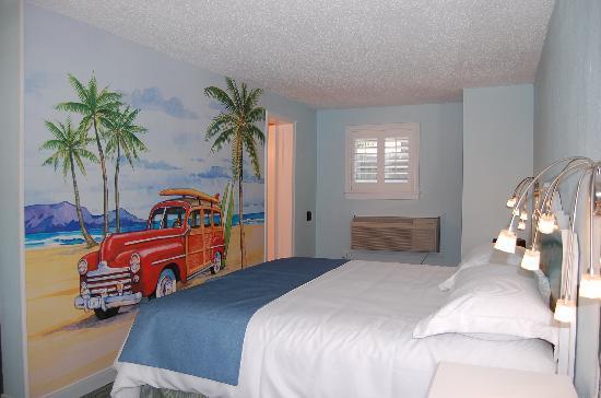 The Palms Retro: The Beach