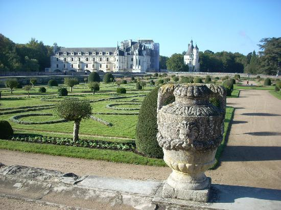 Castello di Chenonceau: A view of the chateau from the upper garden.