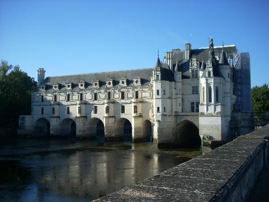 Castello di Chenonceau: Note restoration to the roof at the front of the chateau