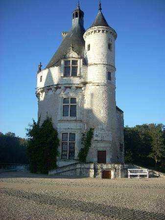Castello di Chenonceau: This tower is all that remains of the original 1435 structure.