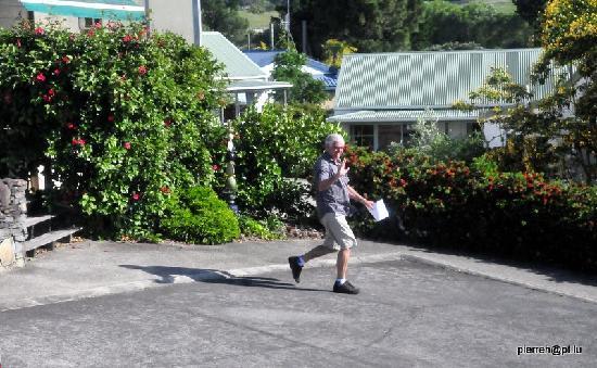 Pauanui Pines Motor Lodge: Barry le Gérant sympa.
