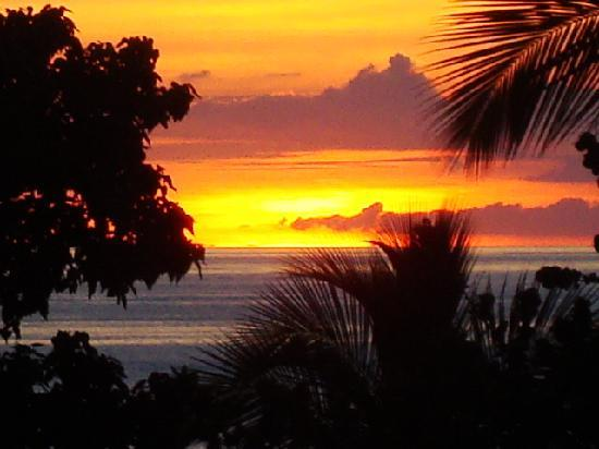 Bluebeard's Beach Club and Villas: A typical sunset from Bluebeard's