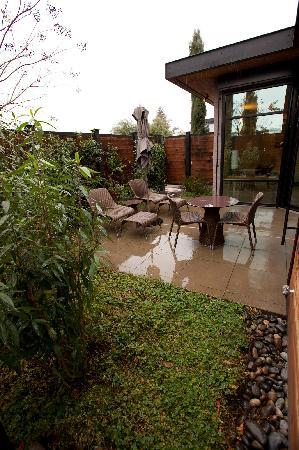 Bardessono: The patio on a rainy day.