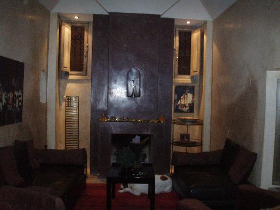 Riad Dar One : the sitting room where you can watch tv
