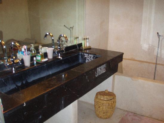 Riad Dar One : bathroom