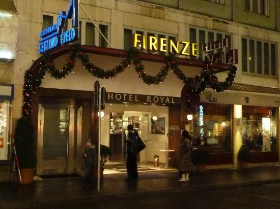Hotel Royal zu Weihnachten von Aussen