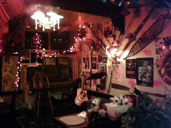 The Tumwater Inn Restaurant: Great, small, intimate stage