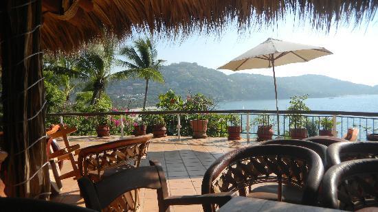 Catalina Beach Resort: Bar terrace