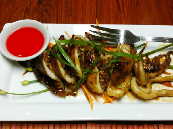 Hotel Tropika Davao: Tasty stuffed squid from Aseya restaurant