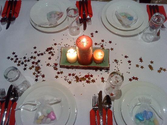 Lal Qila Restaurant: Table Setting