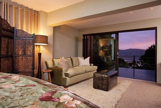 Kanonkop Guest House: Froest suite and view