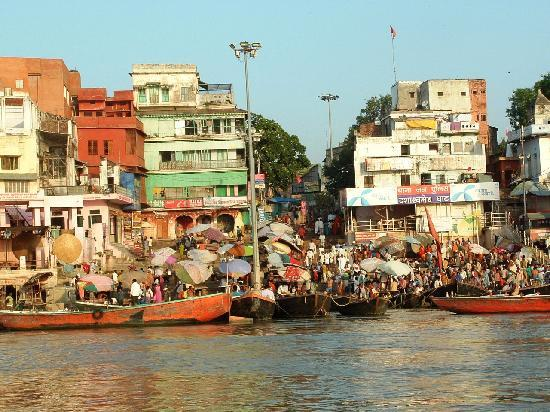 Dasaswamedh Ghat: More crowded Ghags