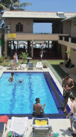 Drifters Hotel and Beach Restaurant: Drifters' pool