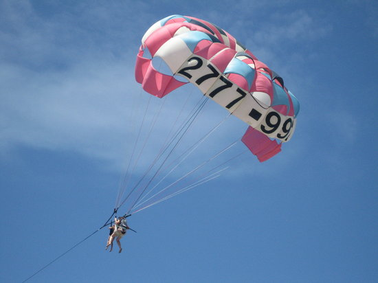 Aguas Azules Parasailing & Watersports Tours: Up in the air!